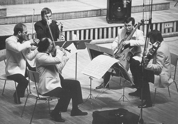 Silesian Quartet and Harry Sparnaay during a concert (1988), photo by Andrzej Glanda