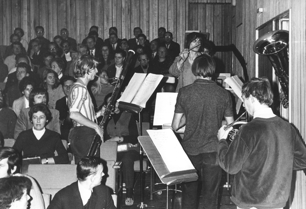 Musicians from the Amsterdam Studenten Kamerokest during the concert on 23 September 1970, photo by Andrzej Zborski