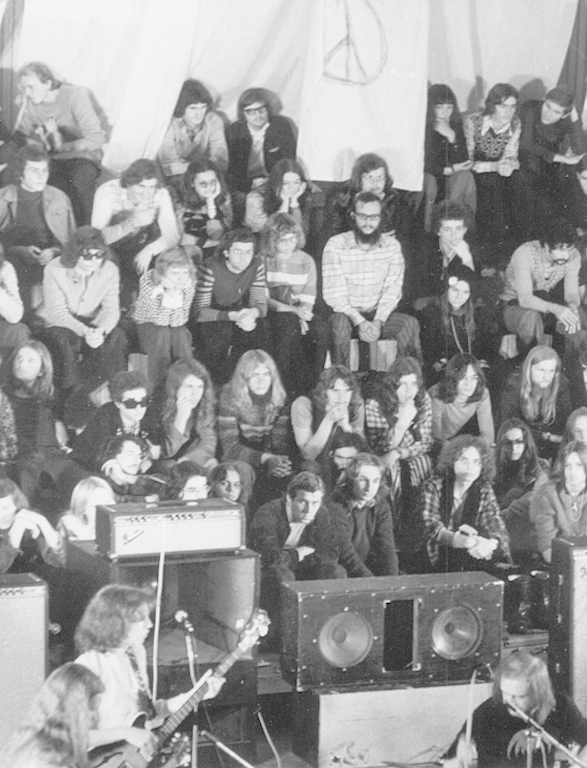 The audience at a concert of the Agitation free ensemble (1974), photo by Andrzej Zborski