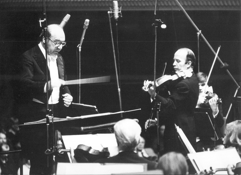 Stefan Kamasa performs Roman Palester's Viola Concerto with the National Philharmonic under Andrzej Markowski on 16 September 1979, photo by Andrzej Glanda